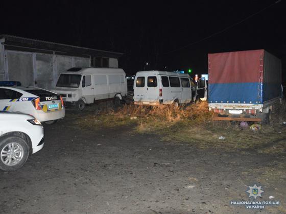 На Волині затримали молодиків, які обікрали припаркований автомобіль. ФОТО