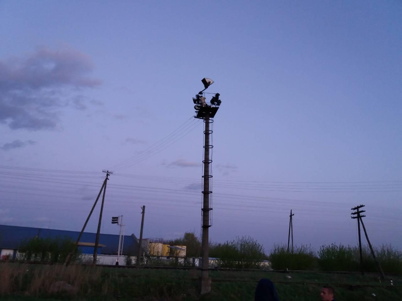 Рятувальники зняли волинянина з 20-метрового стовпа. ФОТО