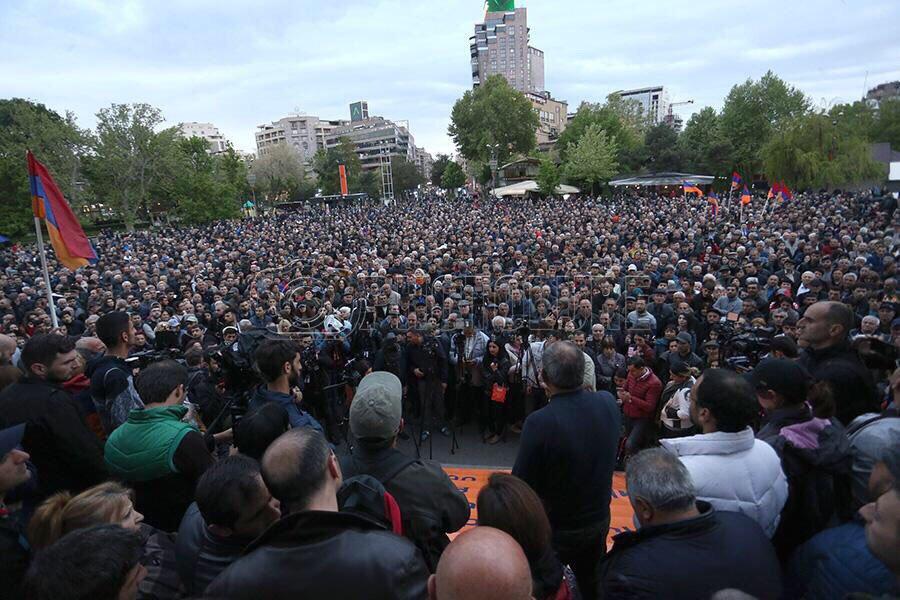 В Єревані масові акції протесту проти екс-президента, якого висунули на прем'єра