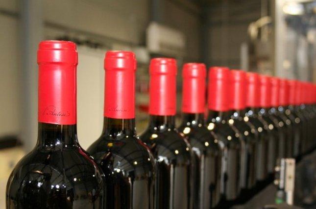 У Франції відому виноробню звинуватили в додаванні цукру у вино