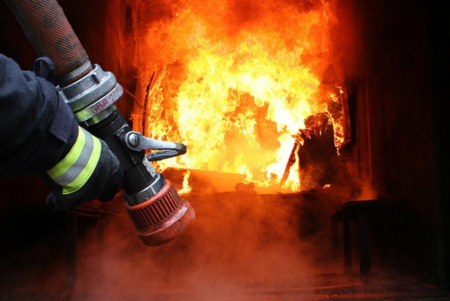 На Волині під час пожежі вогнеборці врятували 20-річного чоловіка