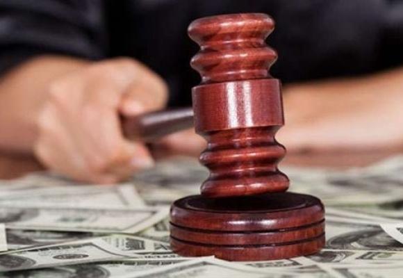 На Волині судитимуть працівницю податкової за хабарі у півмільйона