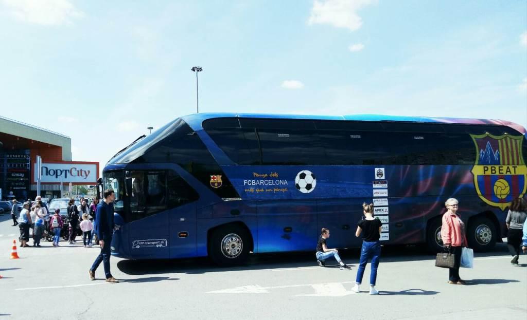 У Луцьку побував легендарний автобус футбольного клубу «Барселона»