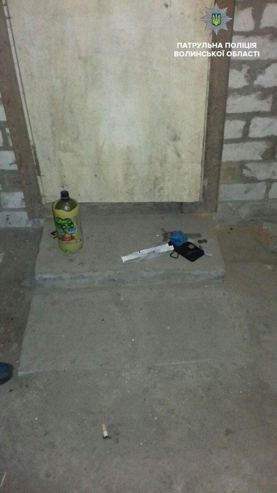 У Ковелі затримали осіб, які в підвалі курили наркотики
