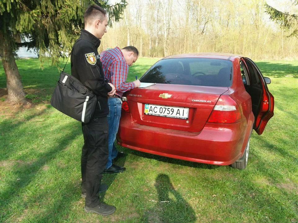 У Луцьку покарали близько півсотні водіїв за паркування на зелених зонах