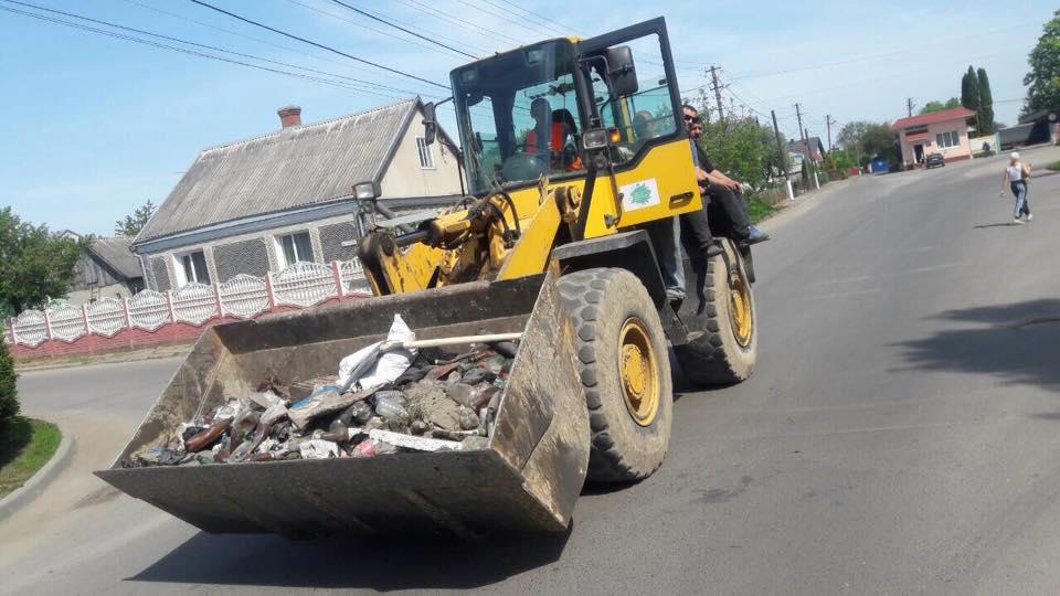 Мешканці Вишкова зібрали понад півтонни сміття. ФОТО