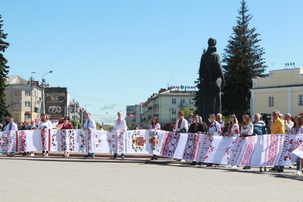 У Луцьку відбувся флеш-моб на підтримку визнання української автокефалії. ФОТО. ВІДЕО