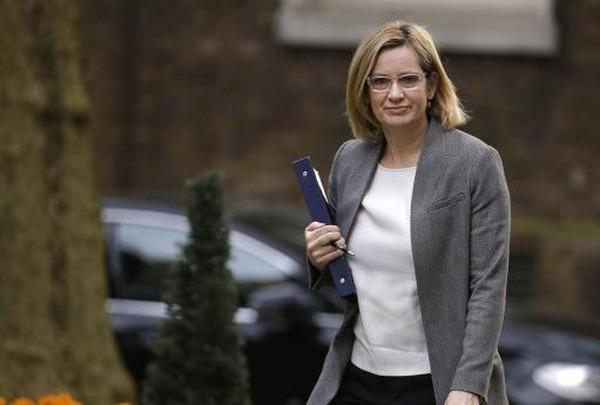 Глава МВС Британії пішла у відставку на тлі скандалу з мігрантами