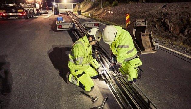 У Швеції відкрили дорогу, яка заряджає електромобілі