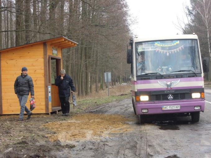 На Волині лісівники облаштували дві автобусні зупинки