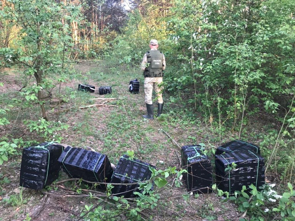 Волинські прикордонники виявили 4,5 тисячі пачок контрабандних сигарет. ФОТО