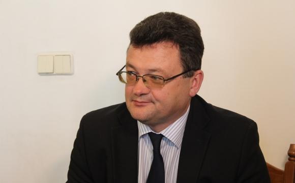 Начальник управління охорони здоров'я задекларував землю поблизу Світязя, квартиру та недобудований будинок дружини під Луцьком