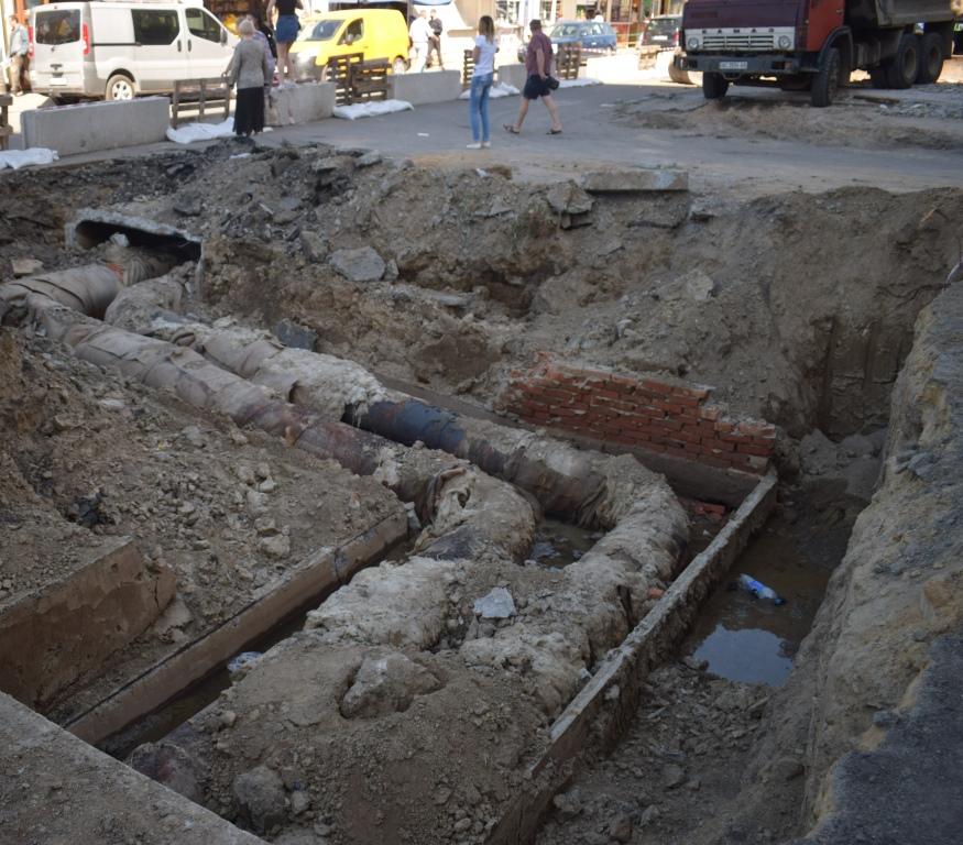 У Луцьку на одній із вулиць розпочали реконструкцію тепломережі