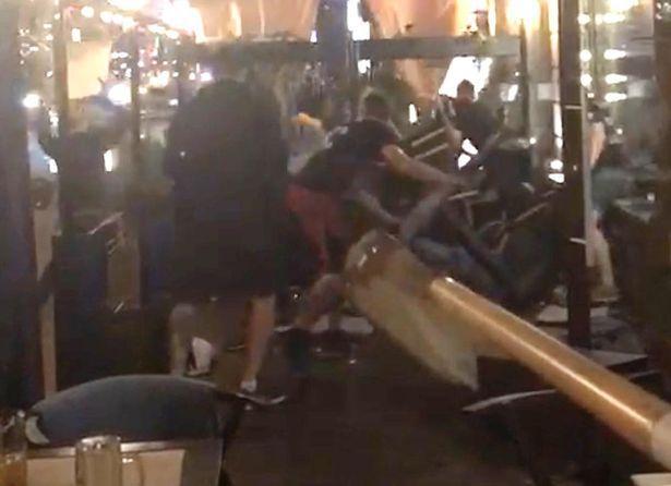 У Києві група людей напала на фанів «Ліверпуля», двоє затриманих