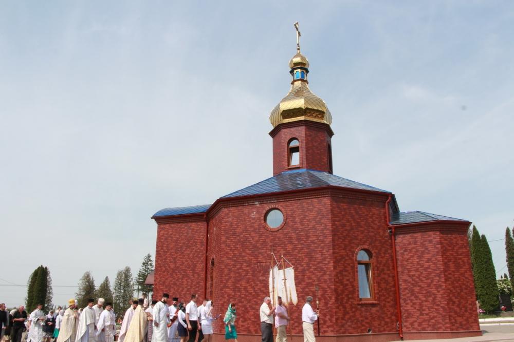 На луцькому кладовищі освятили храм