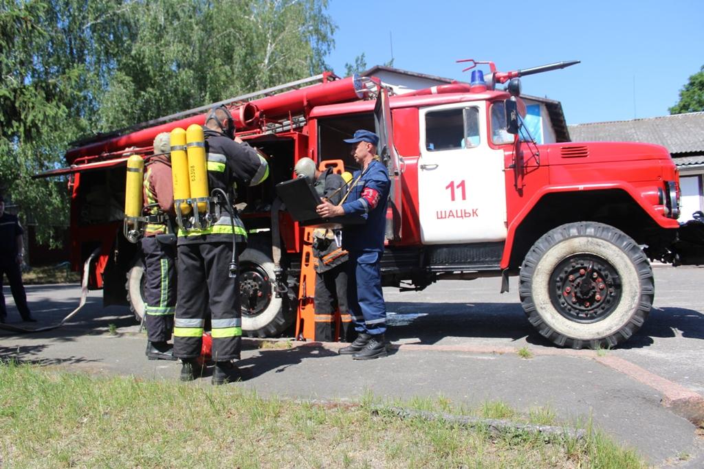 На Світязі рятувальники тренувалися гасити пожежі та рятувати людей. ФОТО
