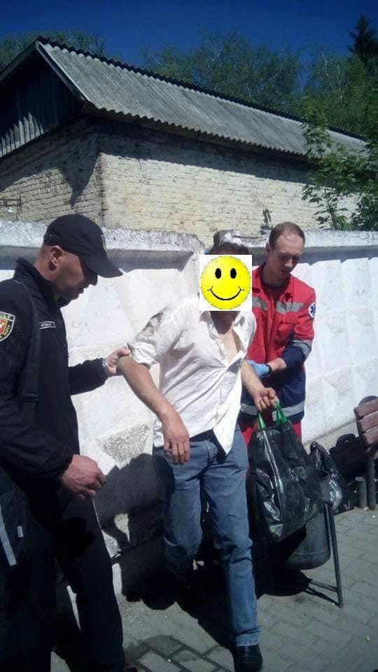 У Луцьку чоловік лежав посеред вулиці з розбитою головою та без свідомості