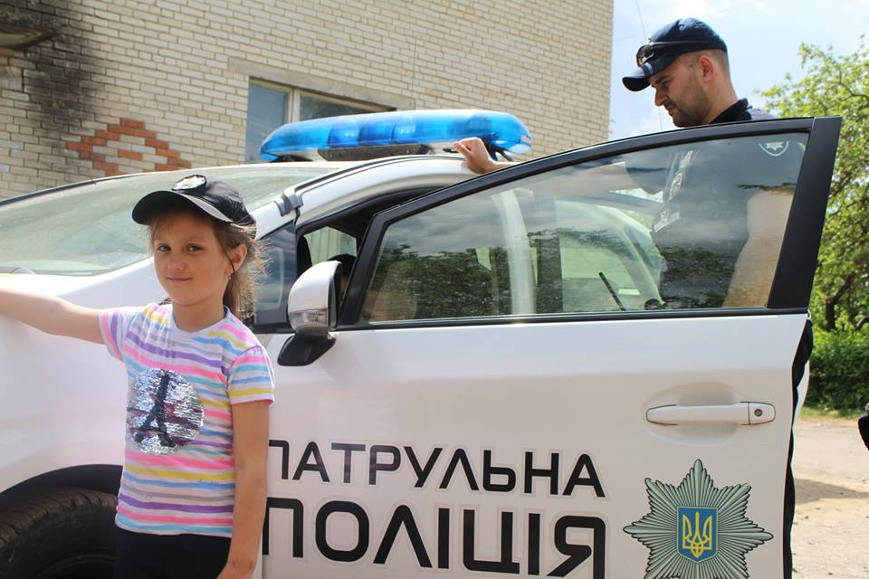 На Волині патрульні розповіли школярам про свою службу та показали спорядження. ФОТО