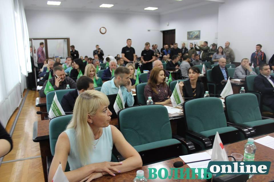 У Луцькраді – суперечка через присутність у сесійному залі муніципалів та активістів