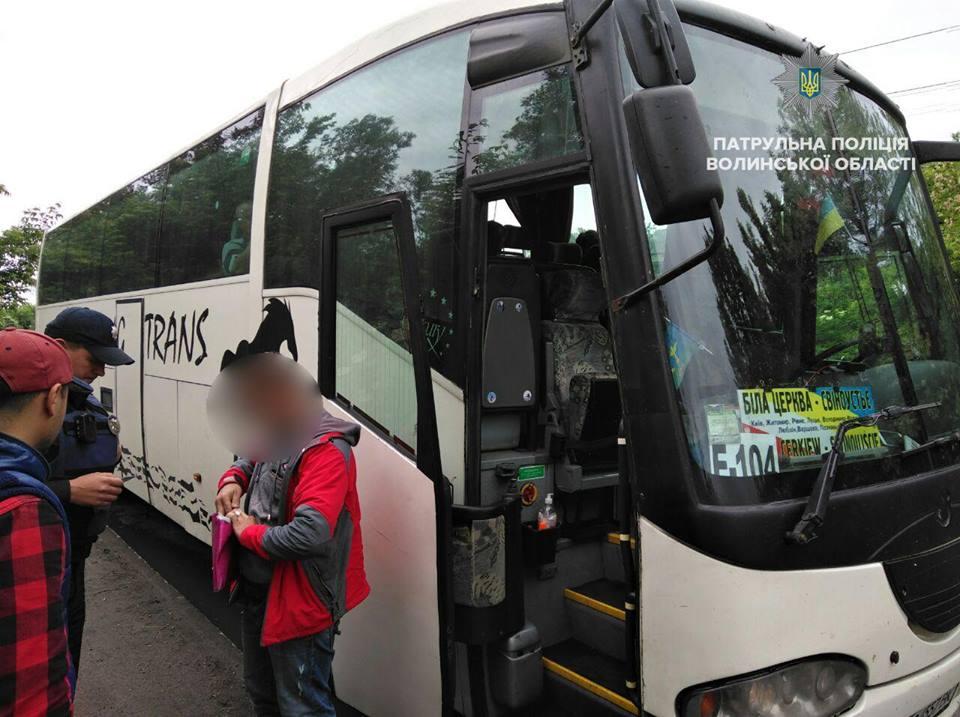 У Луцьку водій висадив пасажирів не на зупинці і отримав штраф