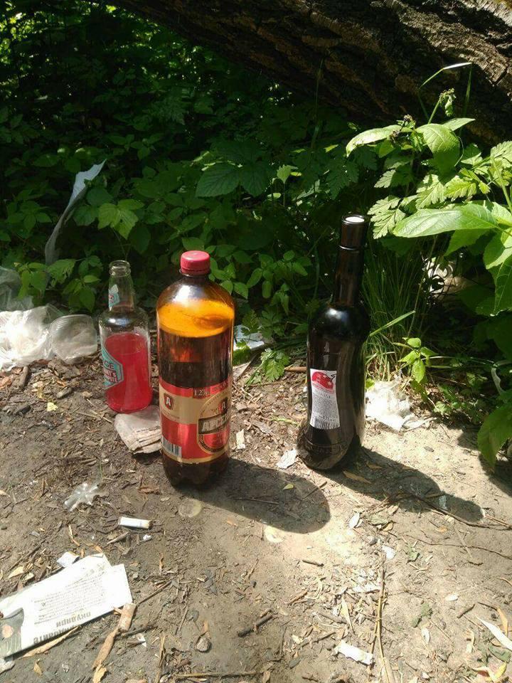 Компанії підлітків з алкоголем заполонили центральний парк Луцька. ФОТО