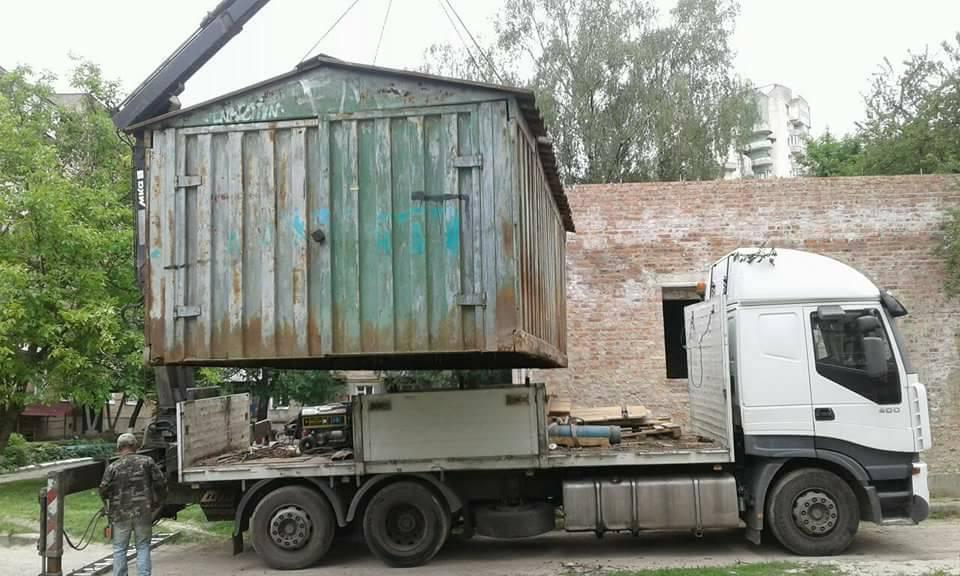 Луцькі муніципали зносили незаконні гаражі