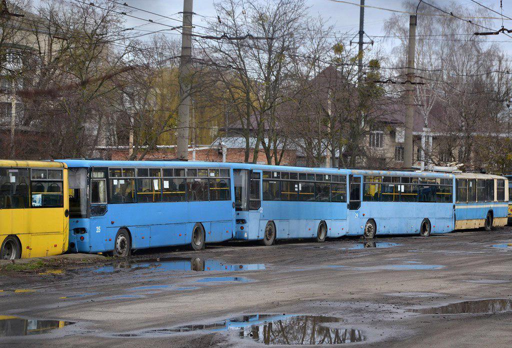 40 автобусів, які Луцьк 11 років тому взяв у лізинг, придатні тепер лише на металобрухт