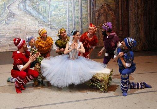 У Луцьку «Білосніжка та семеро гномів» станцюють балет