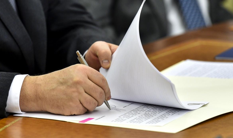 Президент підписав закон про реабілітацію жертв репресій