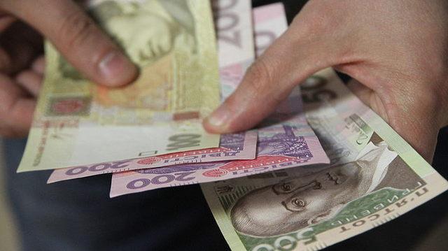 Палиці встановили надбавку, однак він каже, що не отримує зарплати