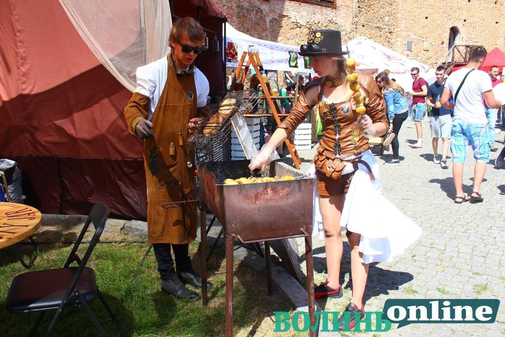 У Луцькому замку – фестиваль їжі. ФОТОРЕПОРТАЖ