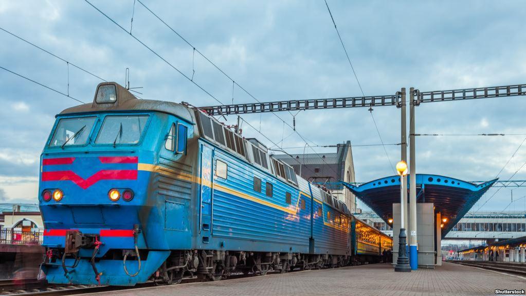 «Укрзалізниця» запровадила єдину ціну на всі напої в поїздах