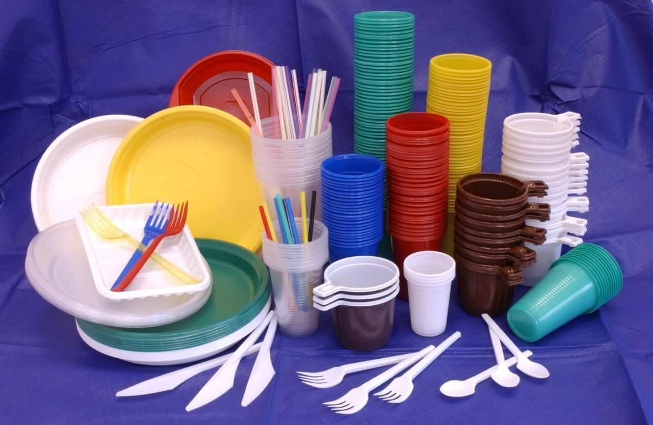 У ЄС хочуть заборонити одноразовий посуд із пластику