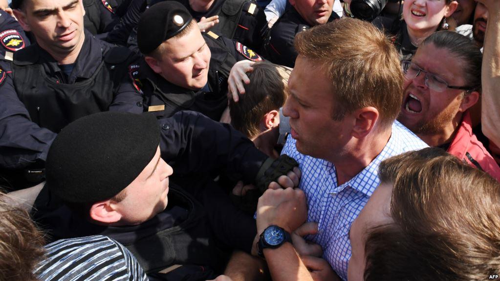 Акції проти Путіна в Росії: число затриманих зросло до понад 350