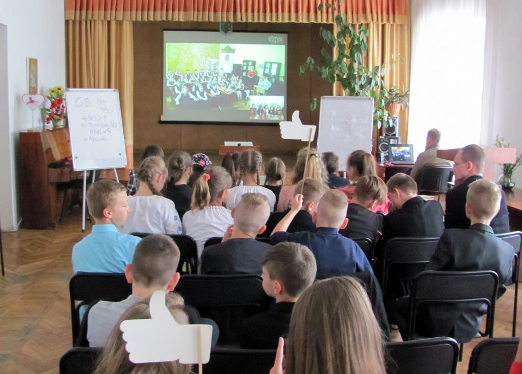 Школярі Луцька побували на скайп-презентації кулінарних казок. ФОТО
