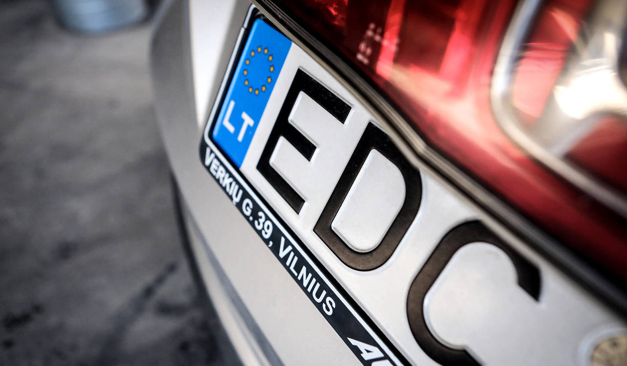 На «Ягодині» затримали водія на «євробляхах», який хотів ошукати митників