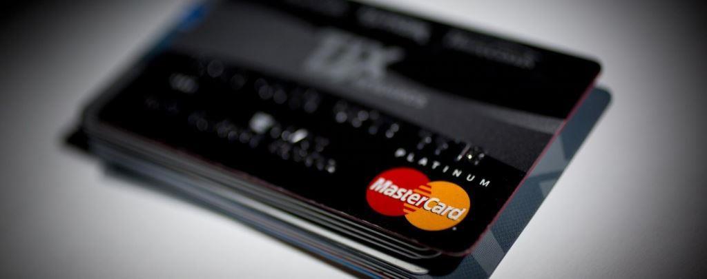 «ПриватБанк» поверне кошти лучанам, які постраждали від шахрайства