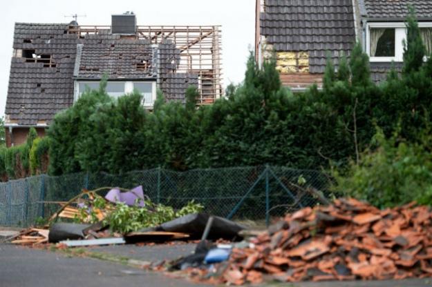 Торнадо на заході Німеччини зривав дахи і ламав дерева: є постраждалі