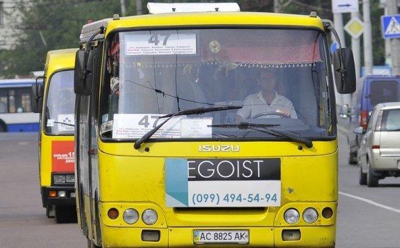 Очільник управління транспорту у Луцьку заявив, що водій має право не зупинятися мамам з нескладеними візочками