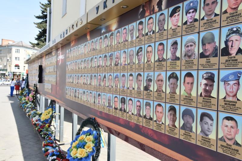 У Луцьку відбувся вечір-реквієм до Дня пам'яті та примирення. ФОТО