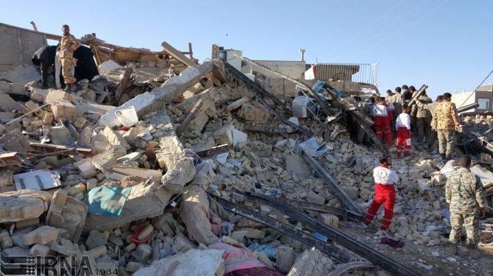 Під час землетрусу в Ірані постраждали понад 100 людей
