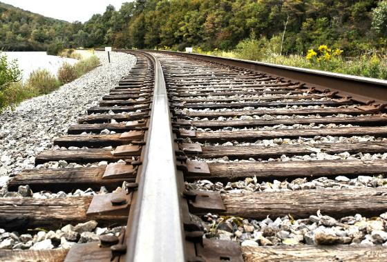 На Волині пенсіонер розбирав залізничну колію