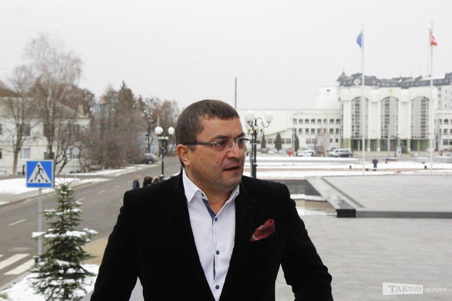 Депутат Волиньради нічого за рік не заробив, крім подарунка у грошовій формі