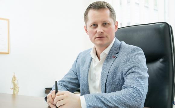 Депутат Луцькради живе у батька, їздить на машині матері, отримав малий дохід та позичив 2,5 мільйона гривень