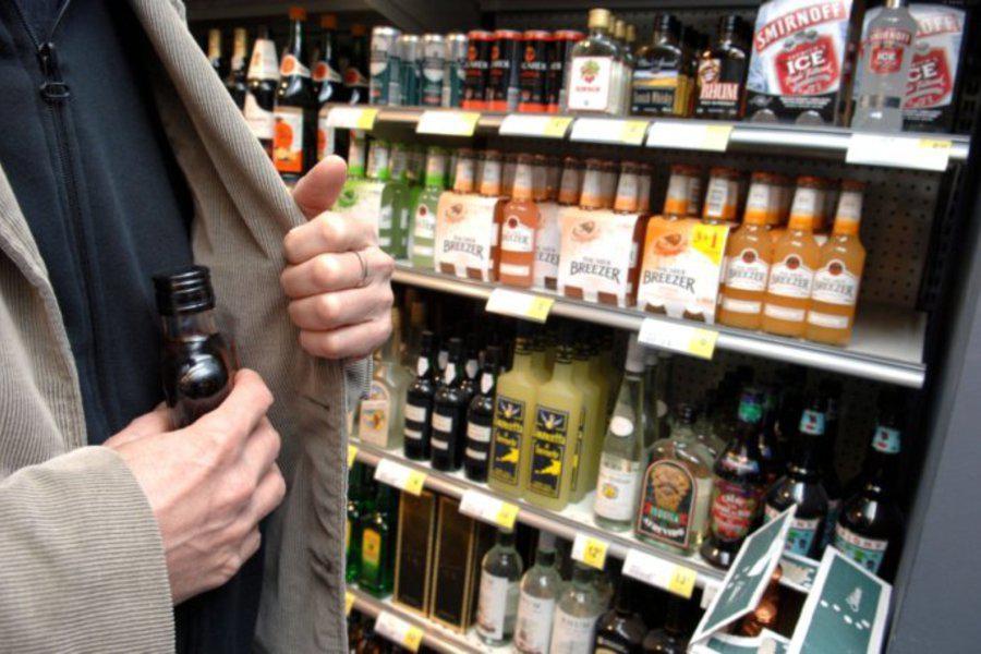 Лучанин викрав з вітрини магазину алкоголь