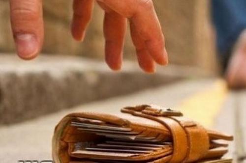 Зловмисник викрав у лучанина гаманець із грішми та банківськими картками