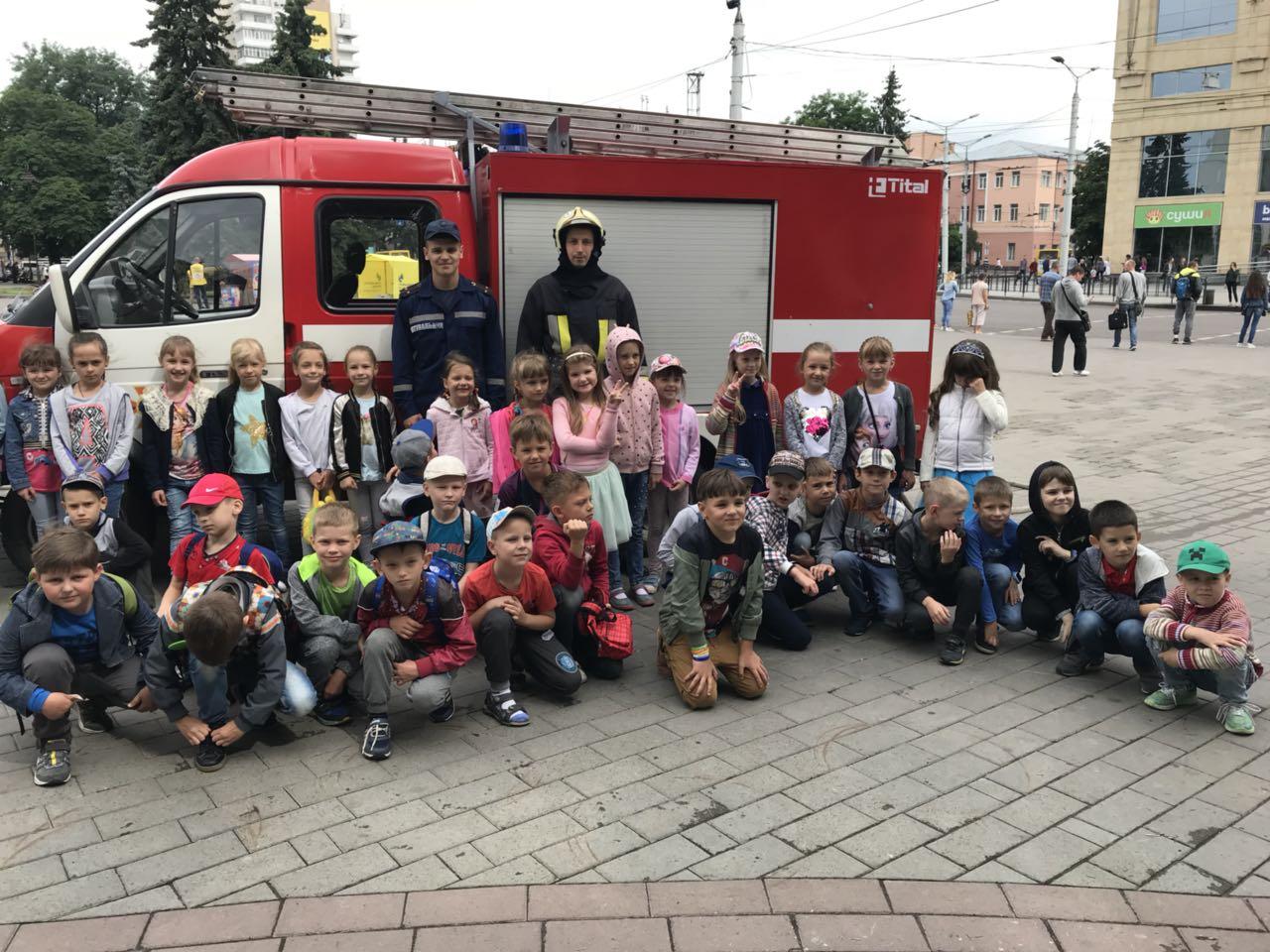 У Луцьку рятувальники провели протипожежний майстер-клас для читачів бібліотеки
