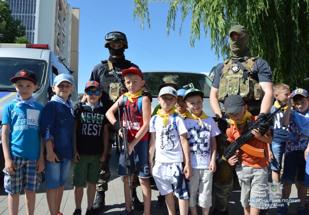 У Луцьку поліцейські влаштували свято для дітей. ФОТО. ВІДЕО