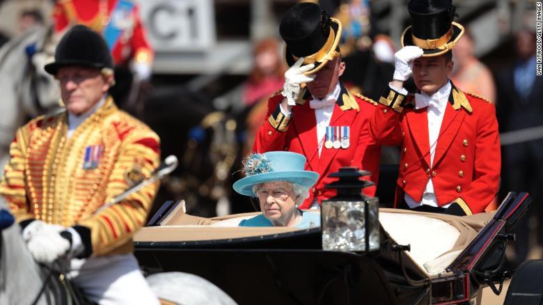 У Лондоні відбувся парад на честь дня народження королеви Єлизавети ІІ. ФОТО