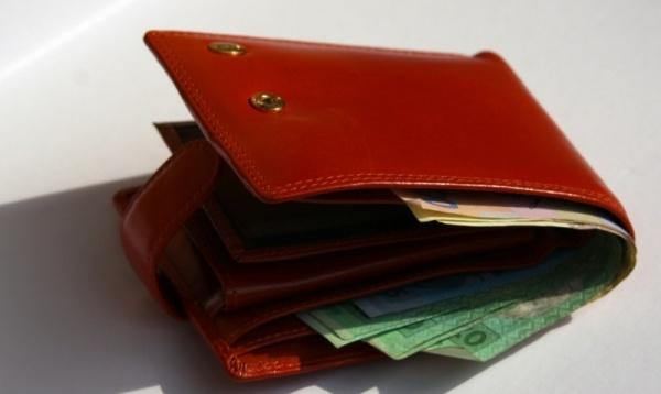 Зловмисниця викрала із сумки волинянина гаманець з грішми
